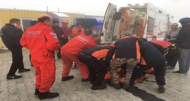 Fethiyede Kayalıklara Düşen Rus Paraşütçü Kurtarıldı